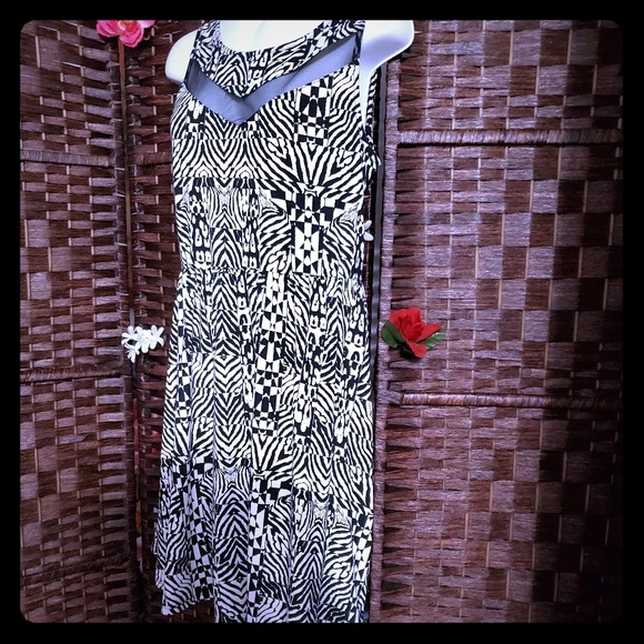 Xhilaration Dresses & Skirts - Dress very nice color black and white